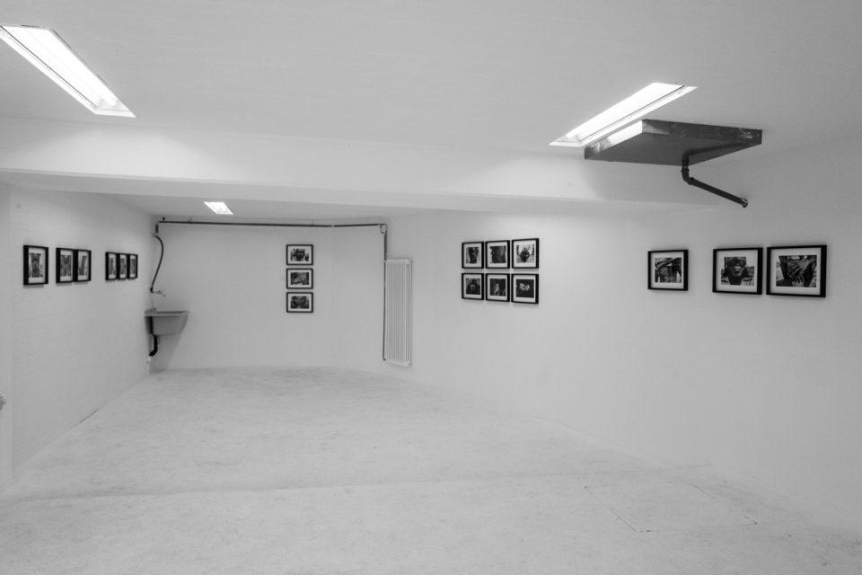https://www.my-blackbook.ch/wp-content/uploads/2018/12/Installationsansichten-Laughing-Scars-Jojo-Schulmeister-01-960x640.jpg